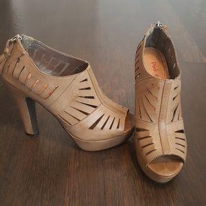 Pink & Pepper tan heels